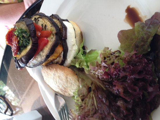 Baked Poetry Cafe: Goat cheese stack