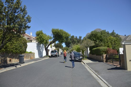 Redbourne Hilldrop Guesthouse: Street Outside Guest House