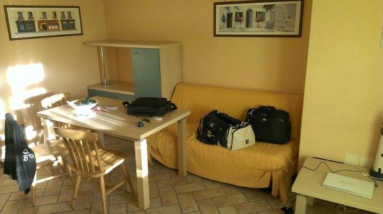 West Garda Hotel: Salone (Mini appartamento)