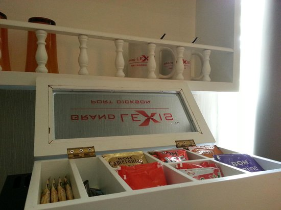 Grand Lexis Port Dickson: Coffee, tea or ...? Mugs and glasses provided