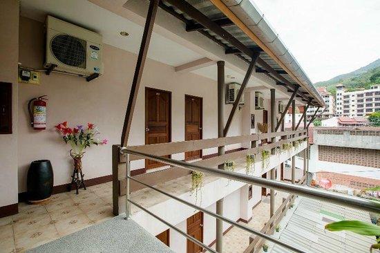 Baan Veerakit: corridor