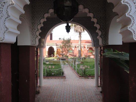 Riad Hotel l'Arganier d'Or: Porte vers un havre de calme et beauté