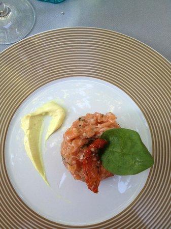 Le Grillardin : тартар из лосося (меню дегустация)