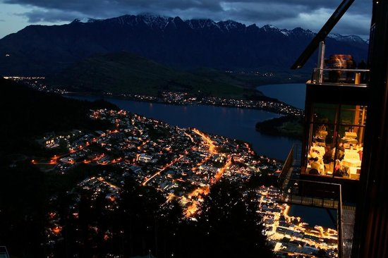 Haka Lodge Queenstown: Visit the gondola just after sunset