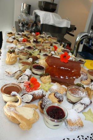 Restaurant Kastanie: kleines Dessertbuffet