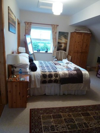 Newlands Lodge: Very Spacious Rooms
