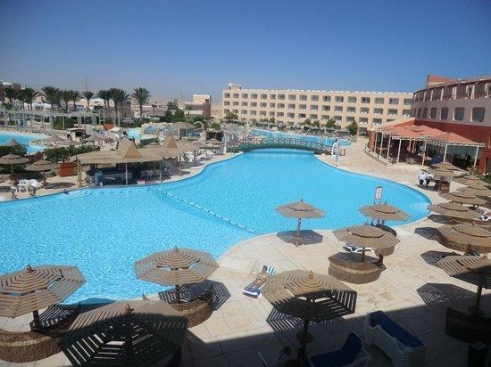 Dessole Titanic Aqua Park Resort: På morgonen, från balkongen