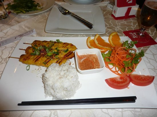 Saigon : Rice with chicken skewers