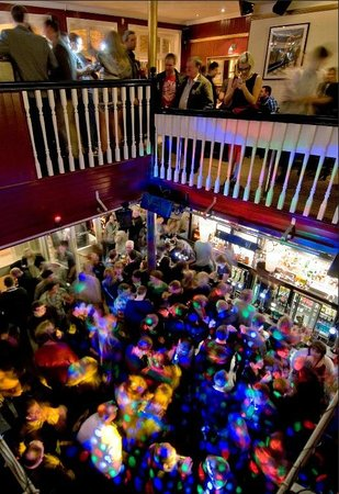 John Gandys Bar: Saturday night