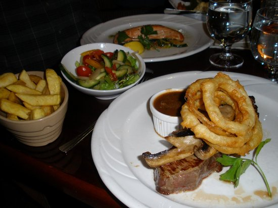International Hotel Killarney: Dinner at Hannigans/International Hotel