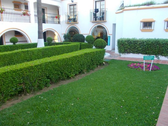 Globales Cortijo Blanco: The lovely garden