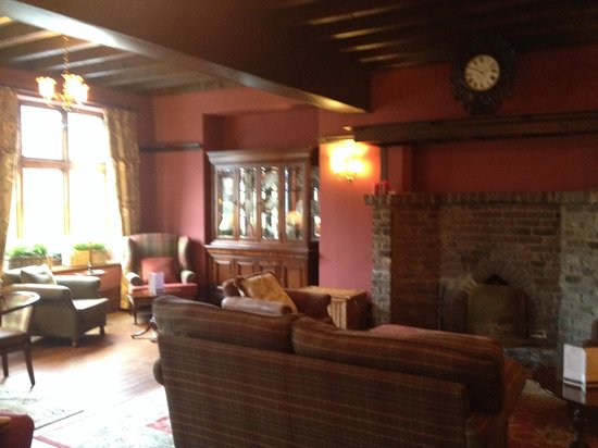 Deeside Inn: Lovely warm decor