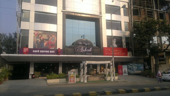 Hotel The Nagpur Ashok : Front view