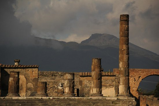 Pompei (moderna): the rest of apollo temple and mountain vesuvius