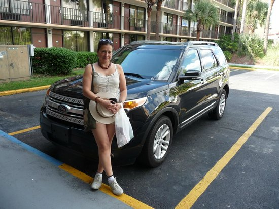 Days Inn Orlando Convention Center/International Drive: parte del estacionamiento