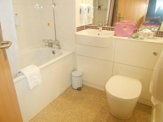 Premier Inn London Beckton Hotel: Salle de bains et toilettes