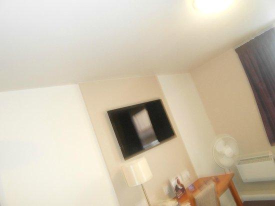 Premier Inn London Beckton Hotel: TV écran plat