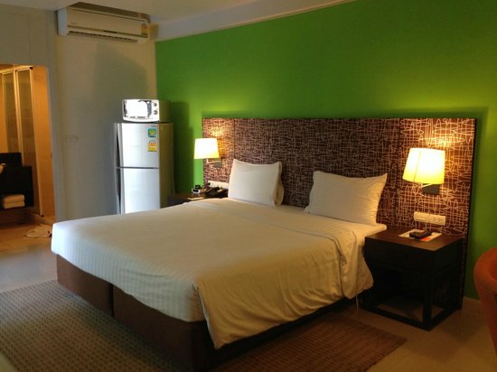 Legacy Express Sukhumvit by Compass Hospitality: Bed in Deluxe Room (good for 3 persons)