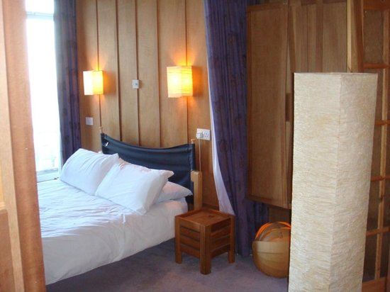The Hotel Continental: Chambre