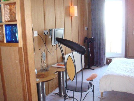The Hotel Continental: Coin TV écran plat