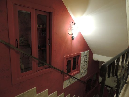 B&B Qui dormi l'Etrusco : Scala Interna