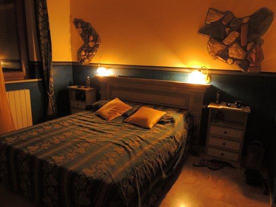 B&B Qui dormi l'Etrusco: Stanza dei Rilievi