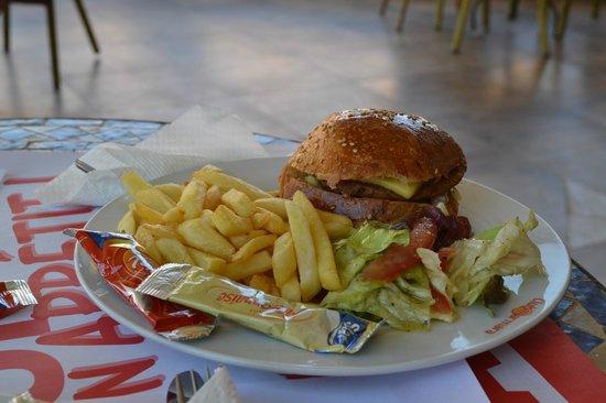 Club Marmara Madina: Hamburger au Snack Bar excellent