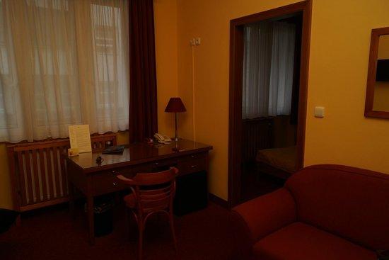 Cloister Inn Hotel: Комната
