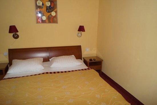 Cloister Inn Hotel: Спальня
