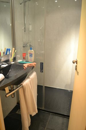 Escale Oceania Saint Malo : Salle de bain
