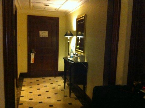 JW Marriott Hotel Cairo: Entrée de la chambre