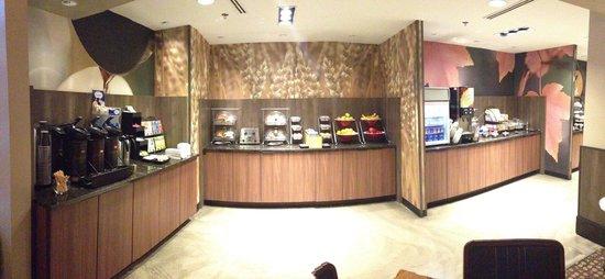 Fairfield Inn & Suites Milwaukee Downtown: Fairfield Inn & Suites Marriott breakfast buffet
