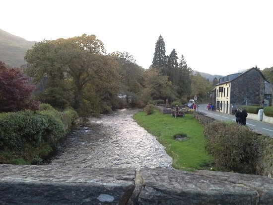 Beddgelert Antiques and Tea Rooms: il fiume
