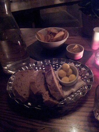 Beddgelert Antiques and Tea Rooms: l'immancabile pane e burro salato