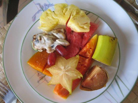 The Resort at Wilks Bay: Local fruit for breakfast