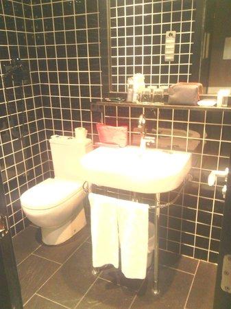 Hotel Paral - lel : salle de douche