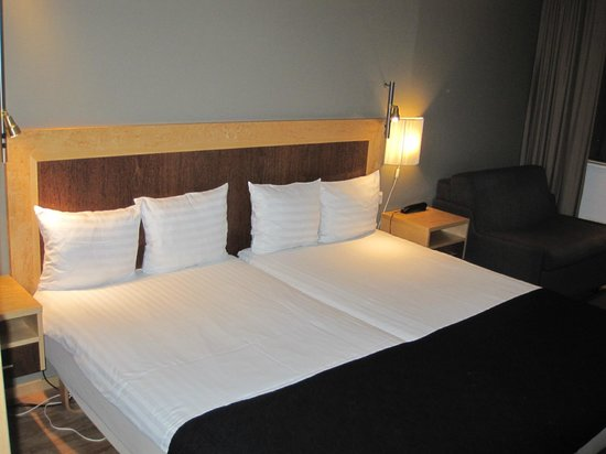 Gothia Towers : Bed in the room