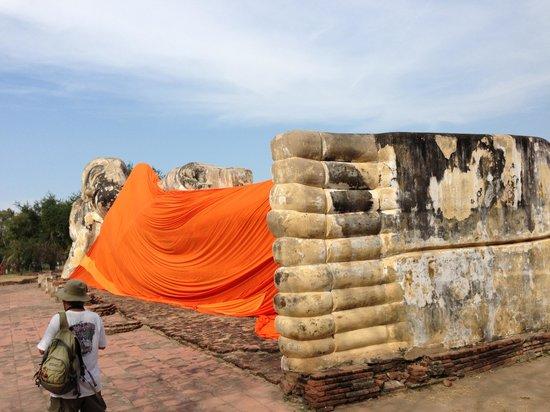 Temple of the Reclining Buddha (Wat Lokayasutharam) : 01