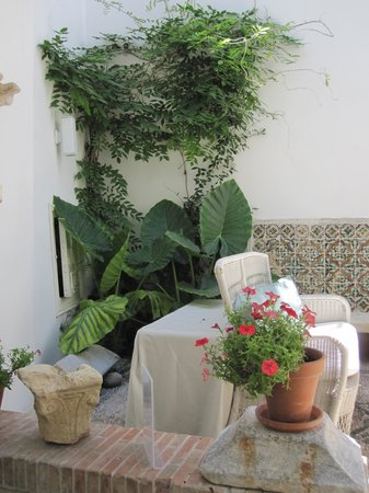 Balcon de Cordoba : A cool place to rest.