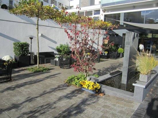 Parkhotel Oberhausen : Außensitzplatze im Sonnenschein