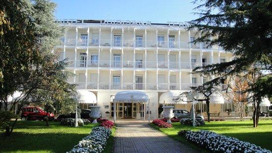 Quisisana Hotel Terme: Vista frontale dell'hotel