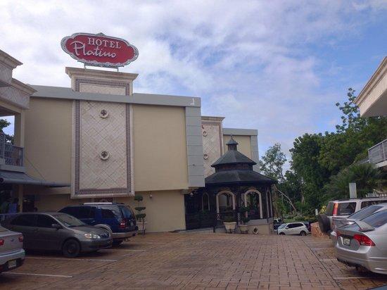 Hotel Platino: Vista de la entrada / entrance