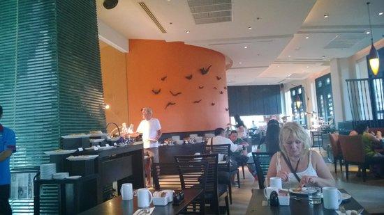 Millennium Resort Patong Phuket: la salle a manger...