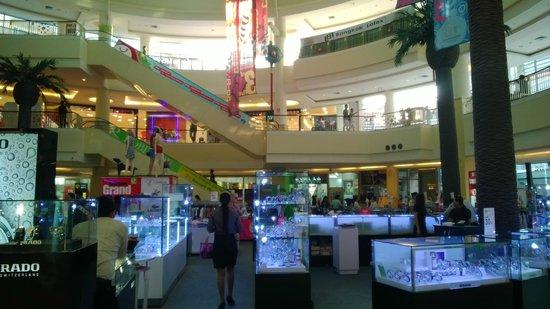 Millennium Resort Patong Phuket: l hotel se trouve dans le mall jungceylon!