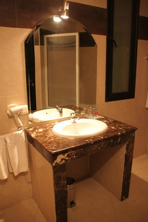 Imperial Plaza Hotel: Salle de bain