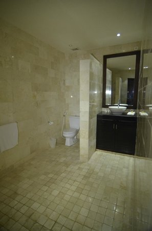 Danoya Villa - Private Luxury Residences: Bathroom on the ground floor