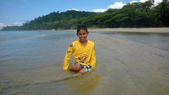 Shaka Beach Retreat : Enjoying the beach