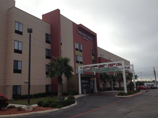 SpringHill Suites San Antonio Airport: Side entrance