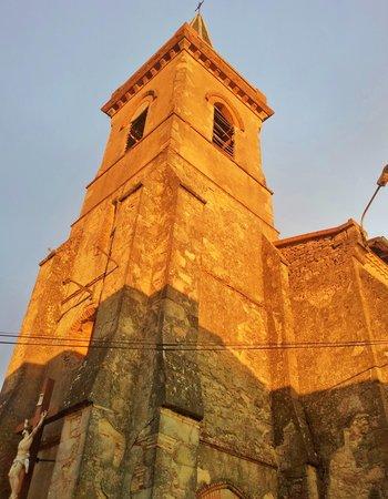 Cuq en Terrasses: church across the street