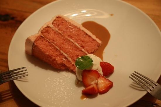 The Beauty Shop Restaurant: Strawberry Cake